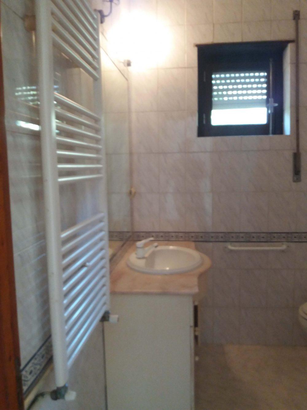 19-Bathroom-house 2