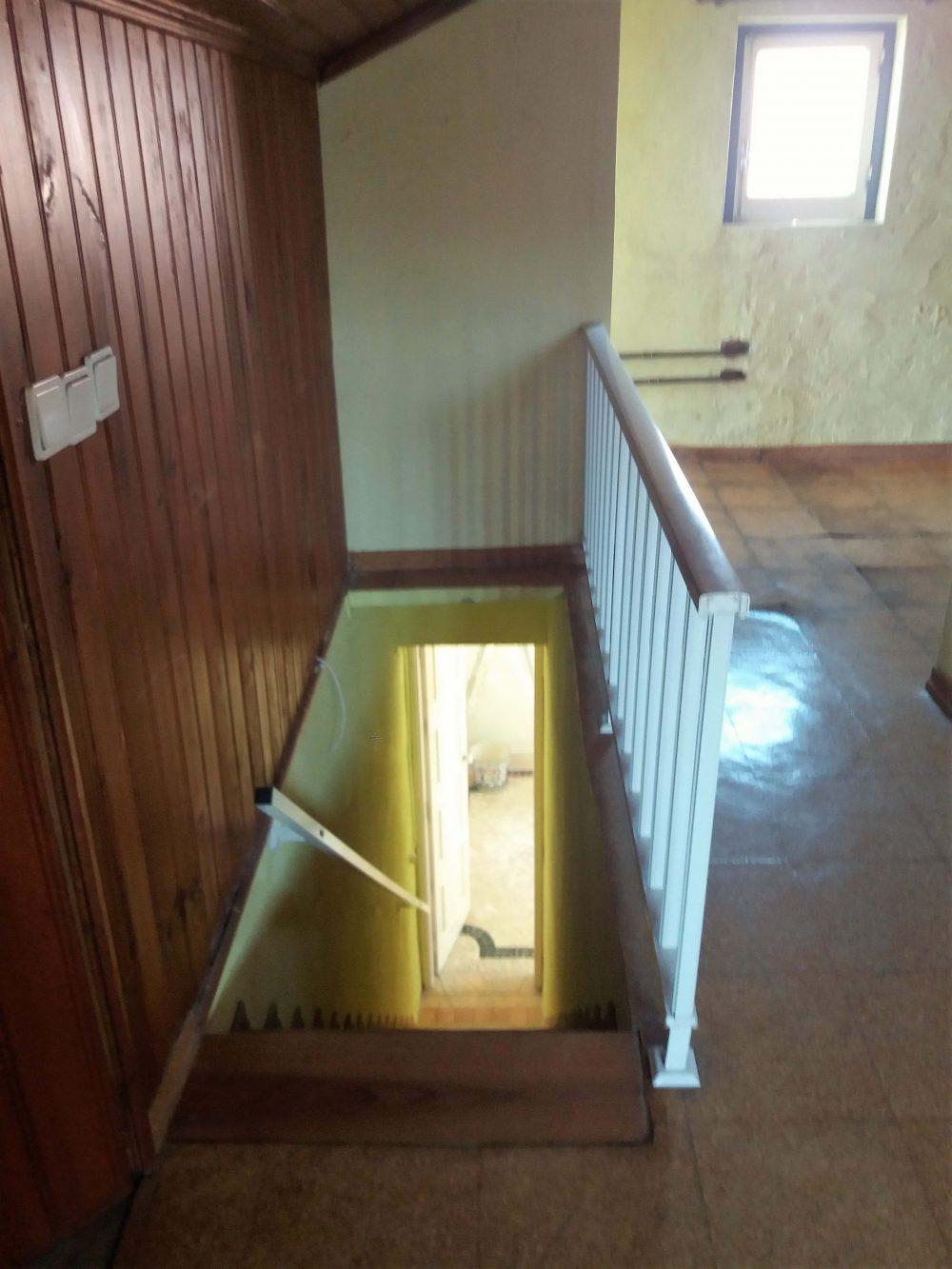 24-Escada sotão